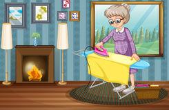 roupa-passando-da-senhora-idosa-na-casa-59123146